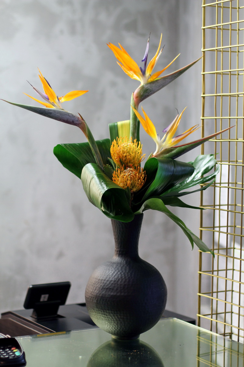 Office flower arrangements UK and fower arrangements delivery London. Same day flowesr London and flower delivery UK Gifts shop online.