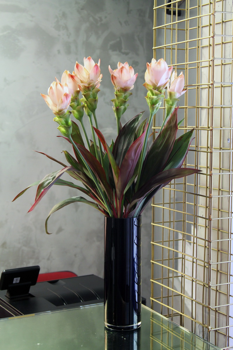 Office flower vase by UK florist and online gift delivery shop. Flower delivery London, same day flowers London and same day flowers UK.