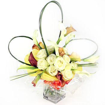 white-rose-calla-lily-vase-arrangement-flowers-delivery-london-same-day-flower-delivery-london-uk-romantic-flower-bouquets