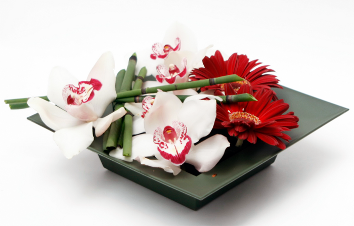 73de541dfce36 Treat the Man with These Same day Delivery Valentine Flowers