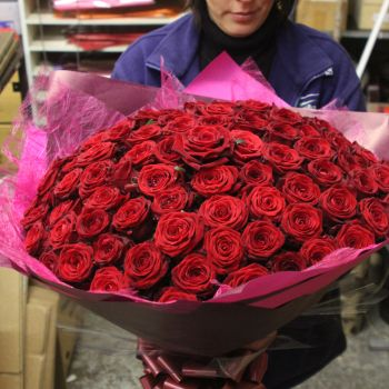 101-red-roses-flower-delivery-in-uk
