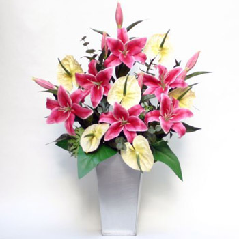 lilies-and-cream-silk-flowers
