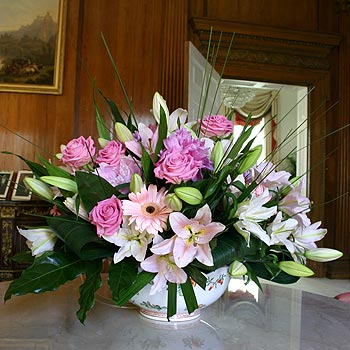 simply-beautiful-lilies-roses-flower-delivery-north-london