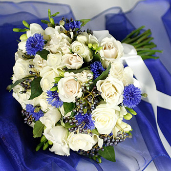hues-of-blues-flowers-for-delivery-uk