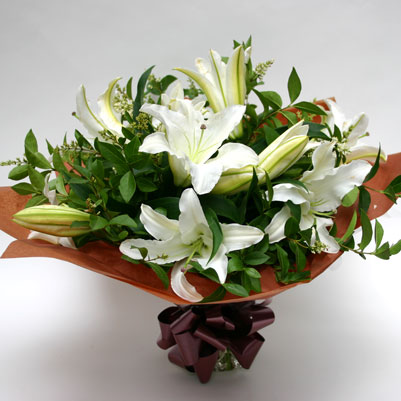 white-lilies-flowers-bouquet