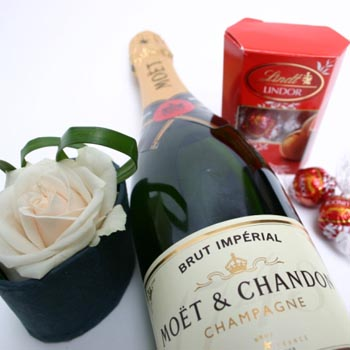 moet-lindt-single-rose