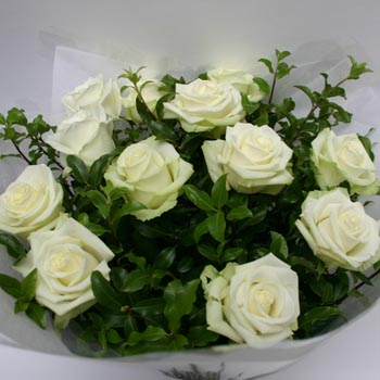 London Flower Delivery on Dozen White Roses Bouquet   White Rose Bouquets Delivered London Uk