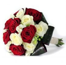 anastasia-freesiawhite-red-roses